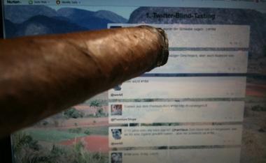 @smokysailor Auge in Auge mit der Twitterwall